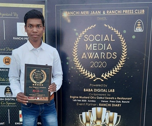 MN Hemant With Award